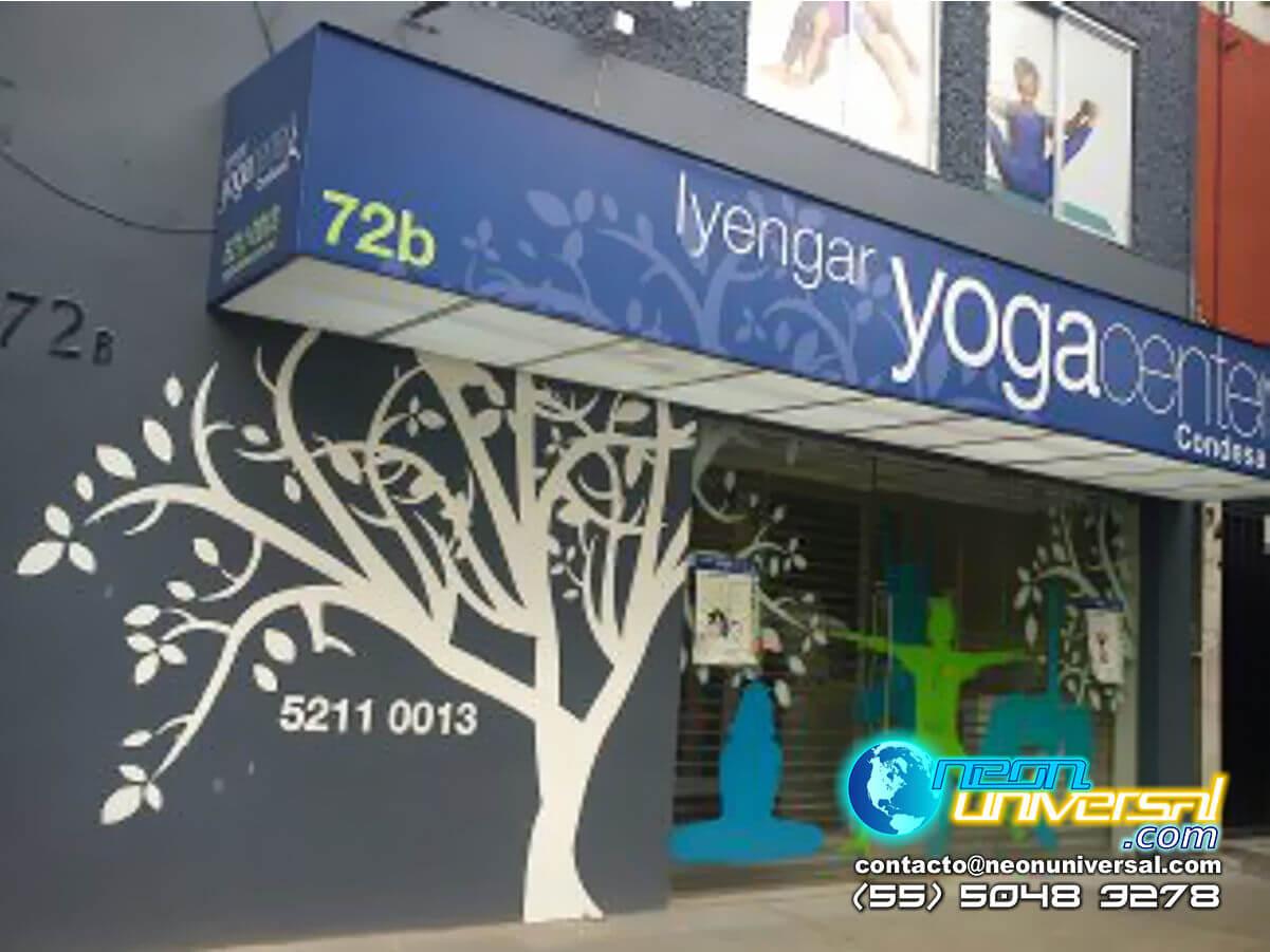 Toldo con iluinación para local Lyenga Yoga